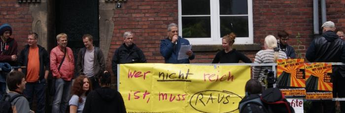Kundgebung vor dem Haus